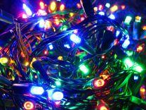 500 LED lučk s spominskim krmilnikom, zelena žica, toplo bele